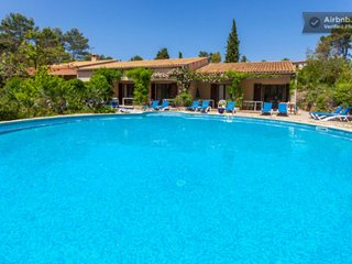 NICE HOLIDAYHOUSES FRENCH RIVIERA with HEATED POOL