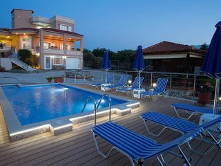 Luxury Villa Rigas With pool in Kaluves Chania