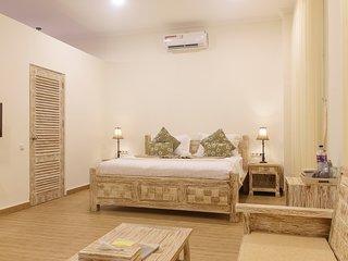 DeLuxe Double Room with sea-view veranda in 11-bedroom beachfront compound