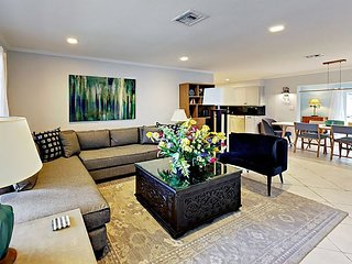 3BR w/ New Gourmet Kitchen, Fenced Yard, Minutes to Beach, Golf, Downtown