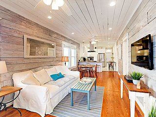 Beautifully Renovated 1910 East End 4BR w/ Original Shiplap, Steps to Beach