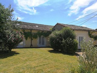 Le Tournesol At La Chataigne Gites. 2 Bedrooms With Shared Pool
