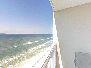 NEW LISTING! Emerald Beach Resort: Oceanfront Condo 1 BR / 2 BA (Sleeps 6)