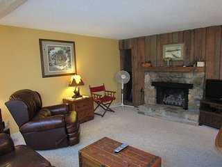 Spacious 3 Bedroom Condo with Loft on Sugar Mountain. Call for monthly rates!