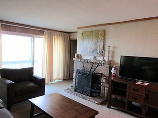 2 Bedroom Skyleaf Condo. Call for monthly rates!