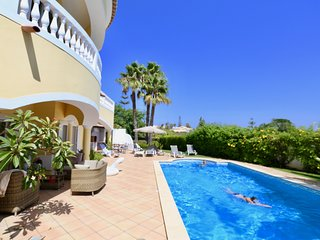 PRAIA DA LUZ, SEA VIEWS, 10x5M Saline POOL heat optional, AIRCON, Free WiFi