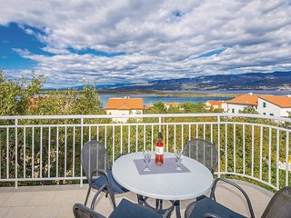 2 bedroom Apartment in Klimno, Primorsko-Goranska Zupanija, Croatia : ref 553762