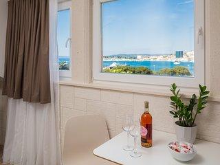 Mediterra Studio Apartment 9 - city center with sea view