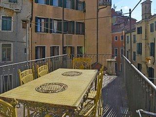 2 bedroom Apartment in Sestière di Santa Croce, Veneto, Italy : ref 5218549