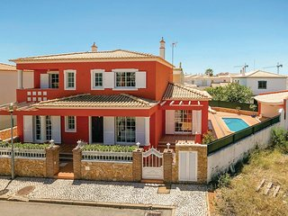 4 bedroom Villa in Pêra, Faro, Portugal : ref 5624395