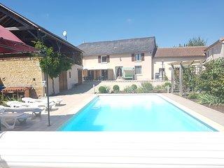 Grande Maison des Tournesols, heated private pool, sleeps 11 - New listing