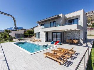 4 bedroom Villa in Kucine, Splitsko-Dalmatinska Zupanija, Croatia : ref 5667901