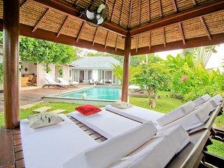 Instagramable 3BR Garden Pool Villa - Canggu
