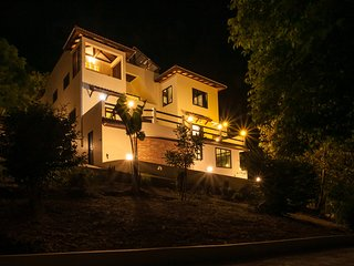 New POP Villa - 6 BR Villa, 2 Pools, Panoramic Sea, Jungle, Sunrise & Sunsets