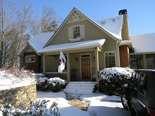 Sharp Top 4 Bedroom plus loft Big Canoe Laurel Ridge House with Hot Tub!