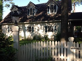 Charming Cypress/NW Houston Guest House: 2 bdrm/1 bath/pets considered