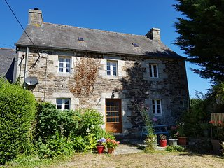 Ideal for walking/cycling. Pets accepted.Ferry discount. Near Huelgoat,Brittany.