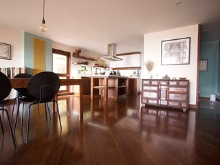 Lush spacious duplex in Zona G