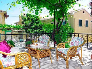 Traditional Greek Maisonette in Antiperni village, holiday rental in Astrakeri