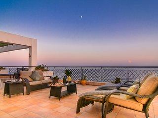 Mi Capricho beachfront penthouse spectacular panoramic sea views, 2 pools