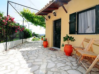 Traditional Cottage on the hillside of Antiperni, casa vacanza a Sidari