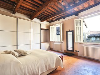 Bright & stylish 110 mt² house inside the historical city center of Lucca