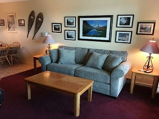 Pinnacle A14 - One bedroom Condo is located on the shuttle route, sport center