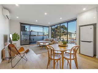 Spacious and modern apartment in Bentleigh