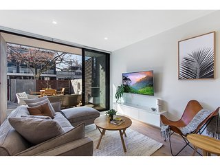 Superb courtyard apartment in Hawthorn East