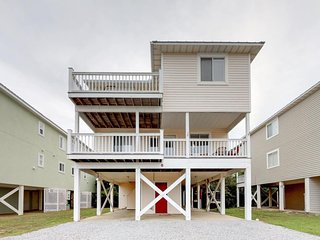 NEW LISTING! Entire Gulf view duplex w/decks, beach access & shared pool/hot tub