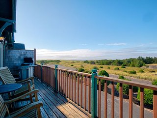 Book 2/Get 2 FREE! Fantastic Ocean view! Walk to town, WiFi  (Captains)