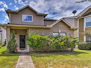 NEW! Charming Home - 10 Mi. to Downtown Houston!