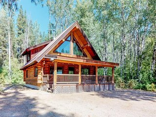 NEW LISTING! Dog-friendly cabin w/ private porch, foosball, near Wenatchee River