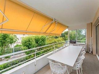T3 avec terrasse et parking et wifi gratuit dans résidence agréable.