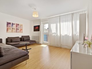 Spacious 2 Bed flat w/Balcony in trendy Hackney