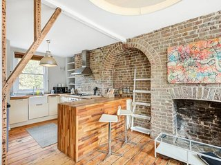 Charming 1 bed East London flat 3 mins to tube