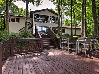 NEW! Lake Cumberland Home w/Deck,Grill & Fire Pit!