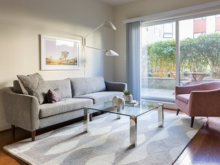Sonder | Post Street | Lovely 1BR + Pool