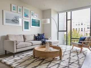 Contemporary 1BR in Marina by Sonder