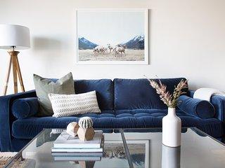 Sonder   The Sutter   Modern 1BR + TV Lounge