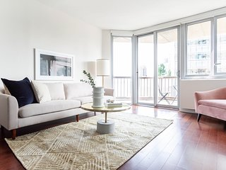 Sonder | View 34 | Sun-filled 1BR + Balcony