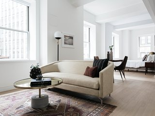 Elegant Studio in FiDi by Sonder