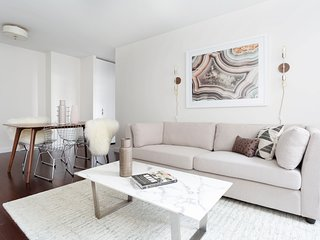Sunny 1BR in Midtown East by Sonder