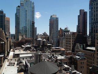 Sophisticated 1BR in Midtown East by Sonder
