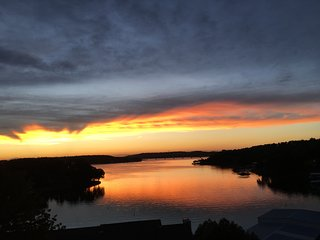 2 BDRM 2 Bath Condo with beautiful view of the Lake! Pets Welcome!