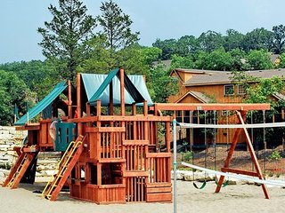 'Lakeside Fun' 1Br Lakefront Cabin, Pets, Fishing, Golf, Indoor Pool, Playground