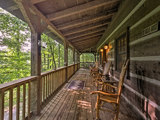 Black Mountain Cabin w/Hot Tub & WiFi By Asheville
