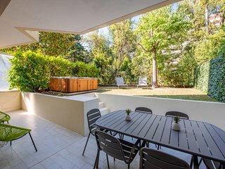 Cannes center, rare 4 pax with garden / jacuzzi