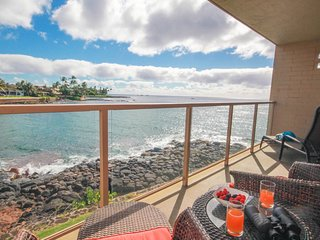 Kuhio Shores 208: Oceanfront AC Condo, Sea Turtle Views