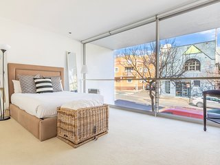 Darlinghurst Contemporary Apartment H420